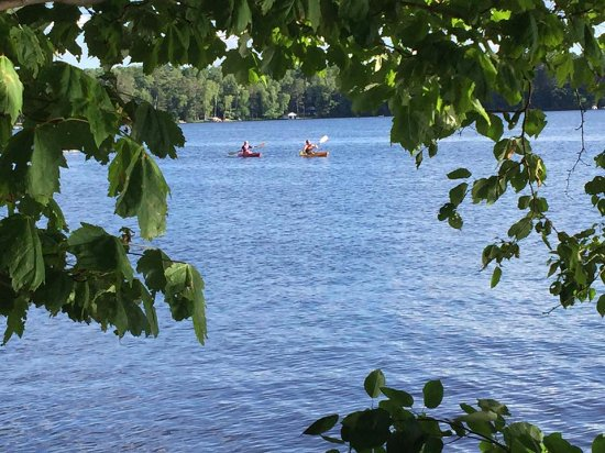 Eagle River, WI: Our guests love the kayaks that are included with your stay. We even have a two place kayak