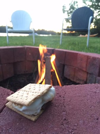 Eagle River, WI: Fire pit area - all fire making materials included - just bring the s'more stuff!