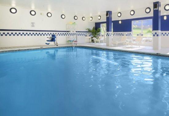 Fairfield Inn Uniontown: Indoor Pool