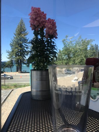 Freshies Restaurant & Bar : Great view of Lake Tahoe from the roof.
