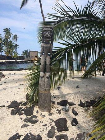 Honaunau, Гавайи: Wooden statue resembling one of their Gods