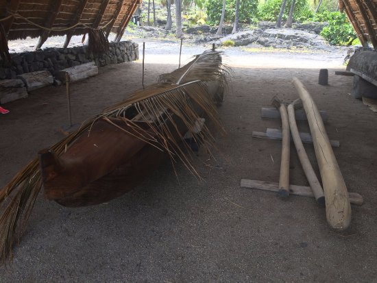 Honaunau, Hawaje: old Canoe that was used by the people of the sacred land