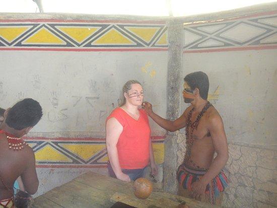 Reserva Pataxo da Jaqueira : fazendo pintura