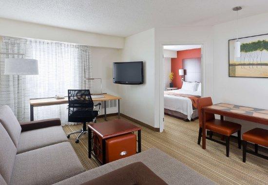 Poland, Огайо: One-Bedroom Suite – Living Room