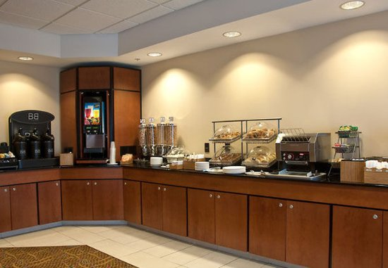 Fairfield Inn & Suites Sault Ste. Marie: Complimentary Breakfast Buffet