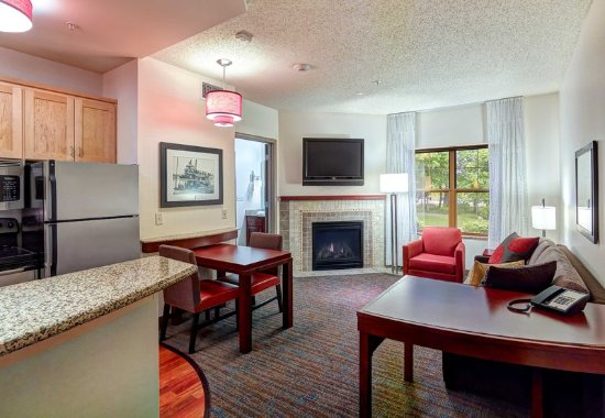 Plymouth, MN: One-Bedroom Executive Suite