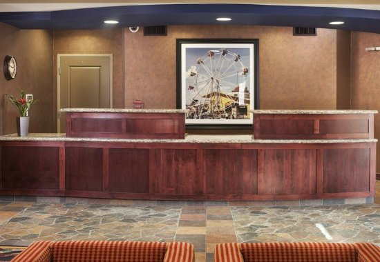 Plymouth, MN: Front Desk