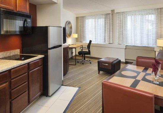 Edina, MN: One-Bedroom Suite