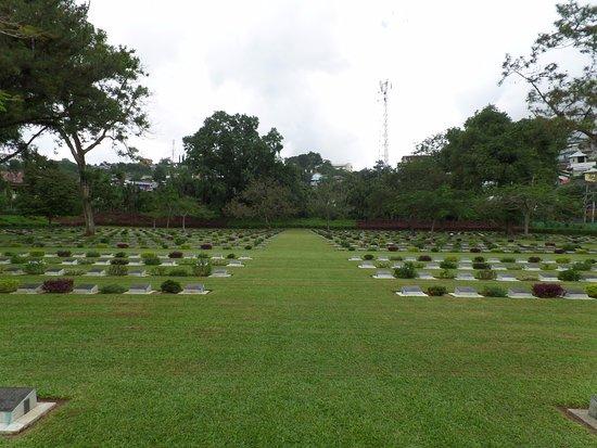 Ambon, Indonesië: Graven van gesneuvelde soldaten uit diverse landen