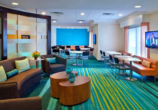 แดนบิวรี, คอนเน็กติกัต: Lobby Lounge