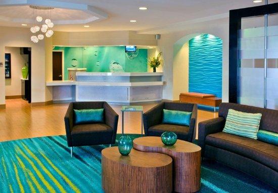 แดนบิวรี, คอนเน็กติกัต: Lobby Lounge & Front Desk