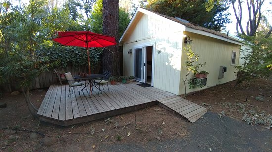 Middletown, CA: outside deck