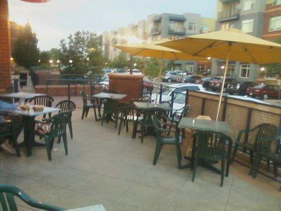 Wahoo's Fish Taco: Outdoor Dining Area