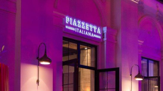 Piazzetta Italiana Restaurant Night View