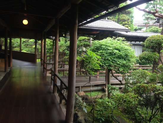 Hanaya: 渡り廊下2