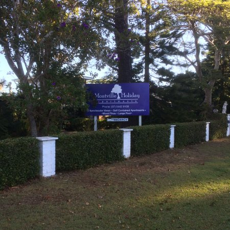 Montville Holiday Apartments: Signage And Entrance