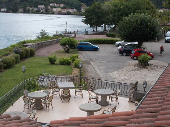 """Condrieu, France: La terrasse """"petit-déjeuner"""""""