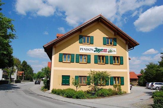 Grasbrunn, Germany: Hotel Jagermo, egy kellemes, kutyabarát szálláshely, szuper reggelivel, igazi Bayor vendéglátáss
