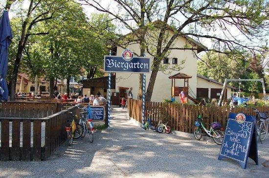 Ahogyan egy igazi Biergartennek lennie kell: Gasthof és Biergarten Gut, Grasbrunnn/Keferloh