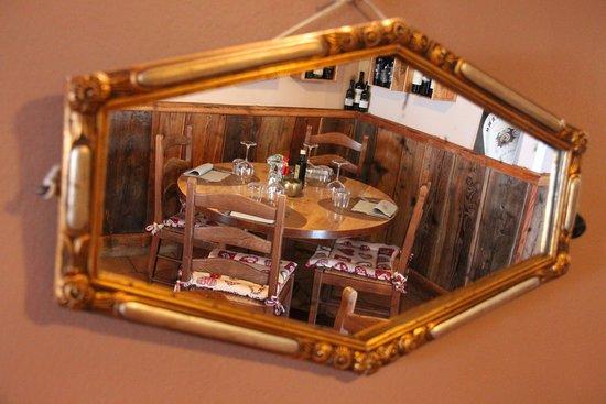 Saint-Oyen, Italien: ambiente caldo e accogliente nella Brasserie du Saint Bernanrd