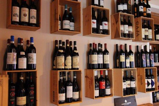 Saint-Oyen, Itália: ottima selezione di vini con oltre 200 etichette