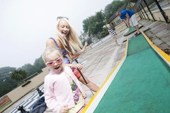 Tolroy Manor Holiday Park: Crazy golf for the whole family