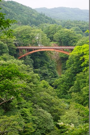 Nishigo-mura, Giappone: 雪割橋展望台より
