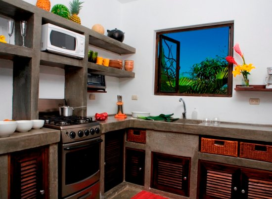 Casa Frangipani : Fully equipped kitchen serves up to six people