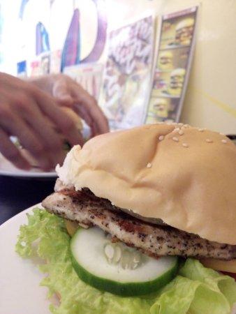Hungry Monkey: chicken burger