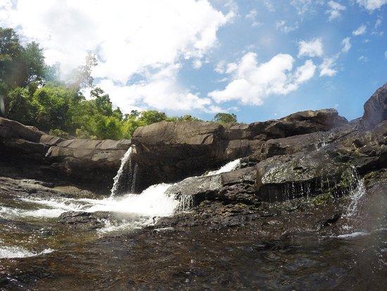 Koh Kong, Camboya: Swiming around the waterfalls