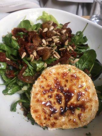 แอตติกา, กรีซ: salad with cheese