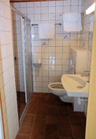 Havoysund, Norway: Bad im Hotelzimmer