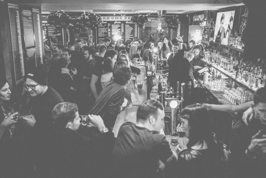 Vilnius County, ليتوانيا: Busy night in the bar