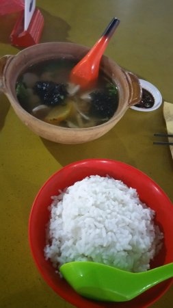 Tanjung Pinang, Indonesien: Superb Fish Soup with rice set at an incredible price!