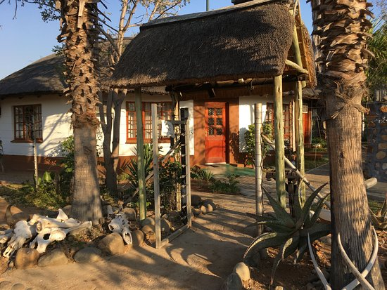 Tremisana Game Lodge: One of the huts.