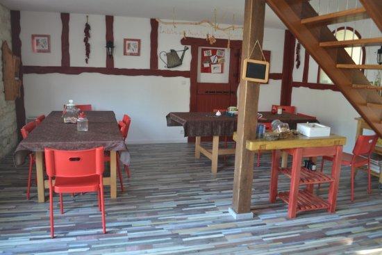 Pressagny L'Orgueilleux, France: la salle à manger