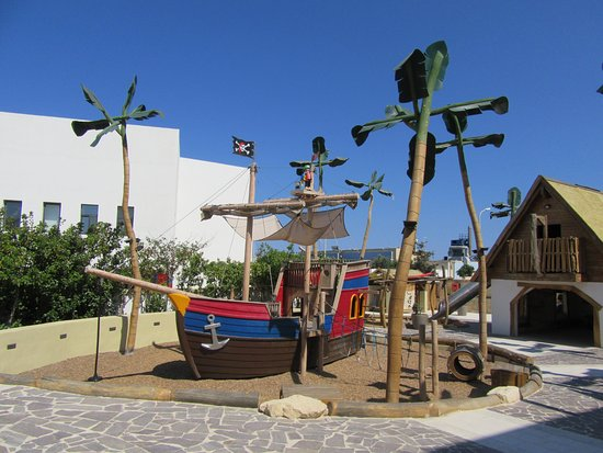 Hal Far, Malta: 屋外 遊び場