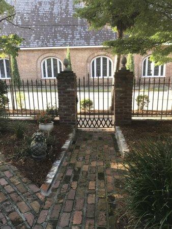 Ashley Inn: beautiful gardens!