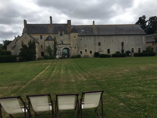 Manoir du Quesnay : Outside the courtyard