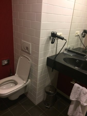 Park Inn by Radisson Brussels Midi: Bathroom