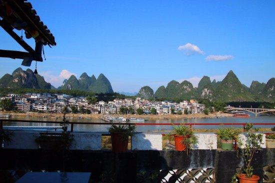Yangshuo En Attendant Godot Hostel: 楼顶风光