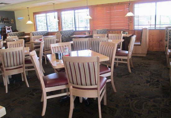 แอลทูนา, วิสคอนซิน: One inside section for dinning~ Altoona Family Restaurant  ~ Bright, warm inviting feel..