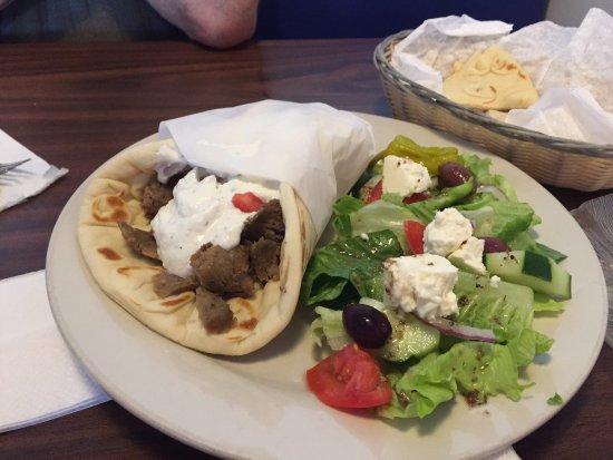 Summerville, Νότια Καρολίνα: Gyro with wonderfully fresh salad