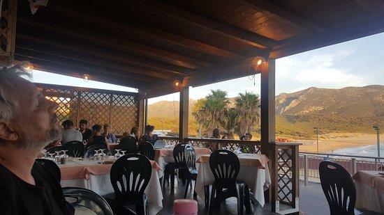 Portixeddu, Ιταλία: La salle et la vue
