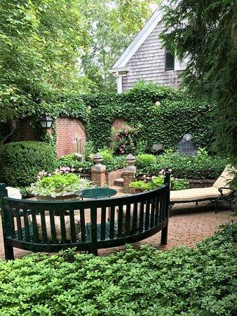 The Charlotte Inn : Private Garden outside Suite