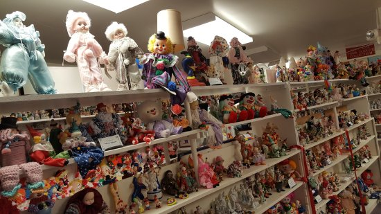 Plainview, NE: Klown Doll Museum - surround yourself!