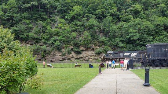Horseshoe Curve National Historic Landmark: Observation area to get up close and personal with trains.
