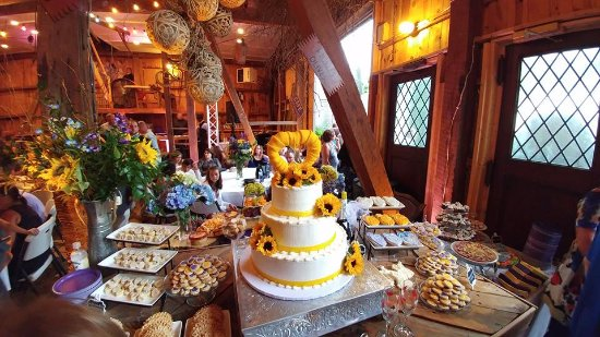 Dover, OH: Wedding in Winemaker's Barn