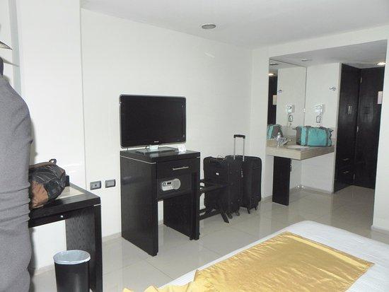 Hotel El Espanol Paseo de Montejo: Lavabo dans la chambre