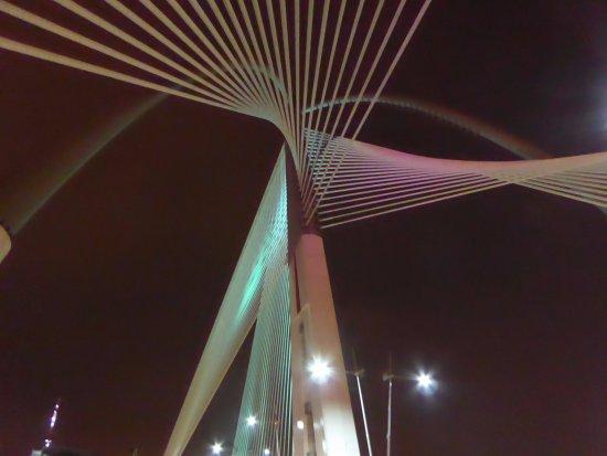 Le pont de Putrajaya : ぜひ見上げてください